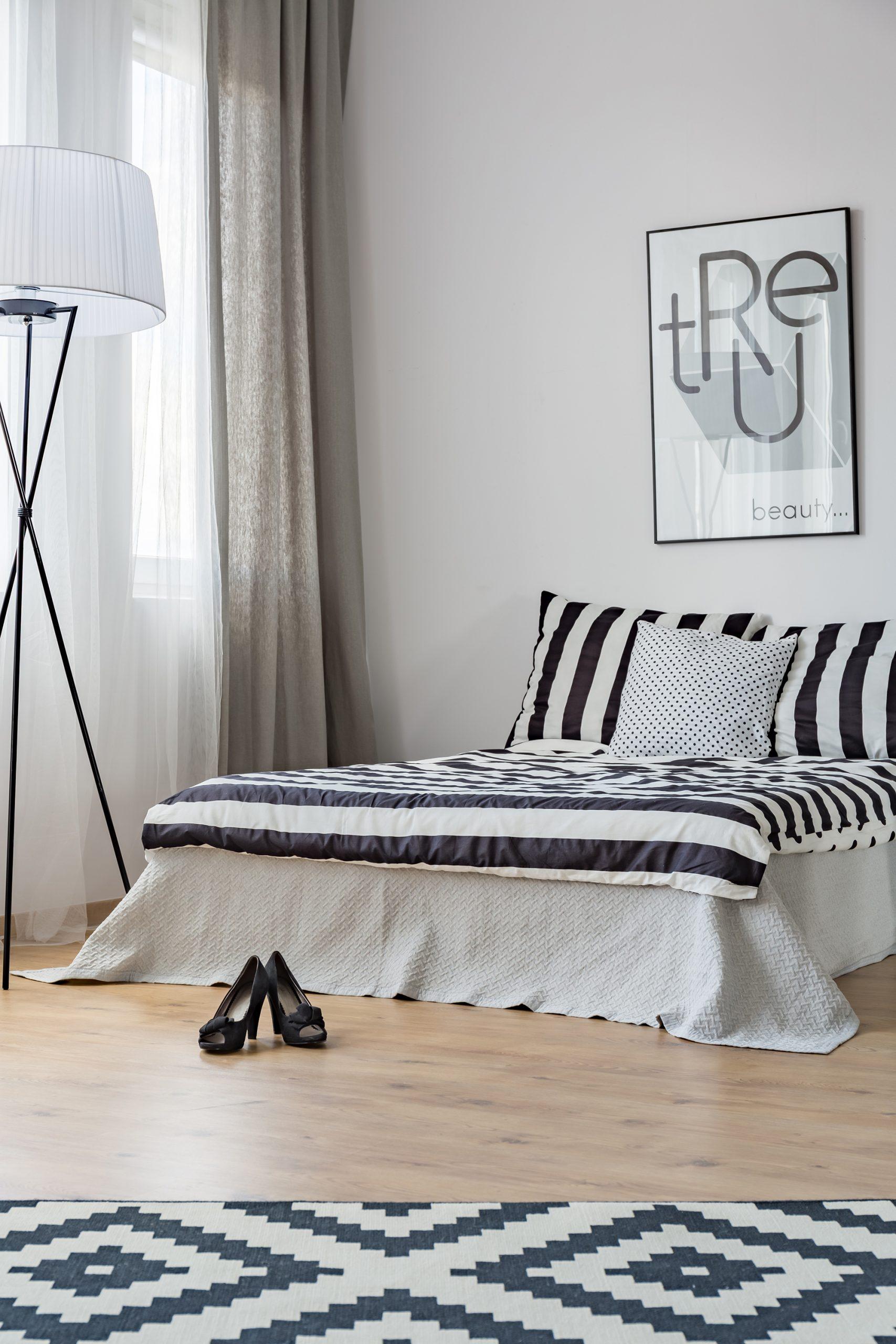 A modernidade nos quartos no apartamento.