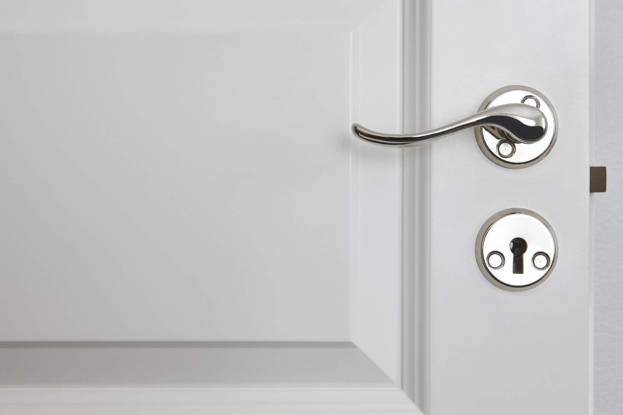 A importância das fechaduras nas portas. Saiba mais sobre algumas especificações e sempre fique atento, para a segurança do seu apê.